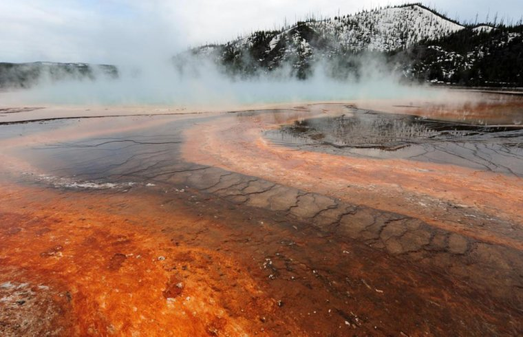 Grand Prismatic hot spring in Yellowstone National Park earthquakes